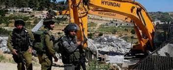 الاحتلال يهدم مغسلة مركبات في اللبن الشرقية